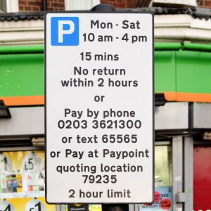 Sign for 15 minutes free parking